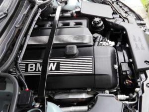 BMW M54B30 under the hood