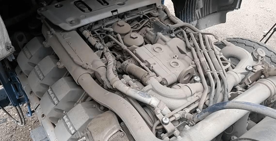 Engine MAN D2868 under the hood
